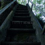 岩への上り階段